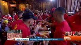 Les Diables Rouges: le retour : Les Diables mangent des frites dans l'hôtel de ville