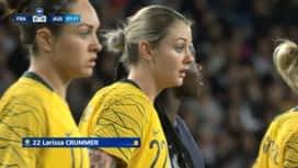 Football - Équipe de france féminine : France - Australie (7') : carton jaune pour Larissa Crummer (0 - 0)