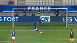 Football - Équipe de france féminine : France - Cameroun (87') : doublé de Griedge Mbock Bathy sur penalty (6 - 0)