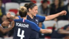 Football - Équipe de France féminine : France - Brésil (47') : but d'Elise Bussaglia (2 - 0)