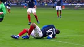 Equipe de France : Kylian Mbappé se blesse à l'épaule (29') (0-0)