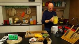 Martin Bonheur : Crème de courge butternut, fromage de chèvre et crumble de magret f...
