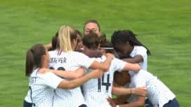 Football - Équipe de france féminine : France - Thaiïlande (60') : but d'Élise Bussaglia