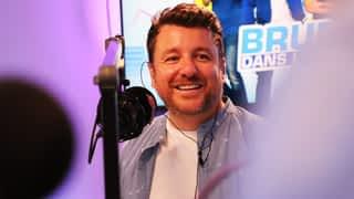 Bruno dans la radio : Elle coupe l'oreille d'un client... (11/06/2019) - Bruno dans la Radio