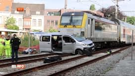 RTL INFO 19H : Collision entre un train et une voiture sur un passage à niveau à Zele