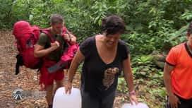 Pékin Express : Les enfants aident Martine pendant le trek