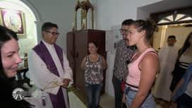 Pékin Express : Kleofina et Mounir se font bénir par un prêtre