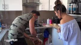 Les mamans : Tony cuisine son premier gâteau