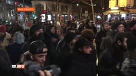 RTL INFO 13H : Retraites: manifestation devant un théâtre parisien où se trouvait ...