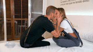 Julien et Hilona s'embrassent !