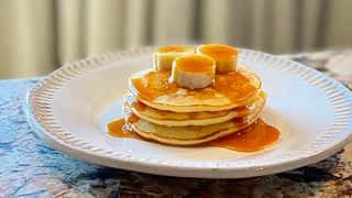 Pancakes banane caramel et velouté de carotte