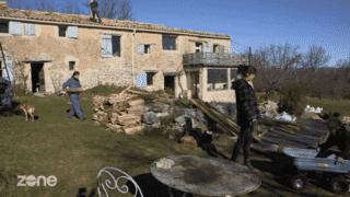 Une maison écolo et moderne : ces Français la construisent en famille !