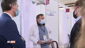 RTL INFO 13H : Coronavirus: Alexandre De Croo visite un centre de vaccination à Ch...