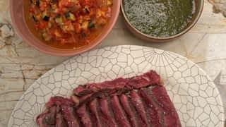 Côte de bœuf rôtie, ratatouille, Chimichurri