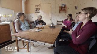 Hervé présente ses prétendantes à ses parents
