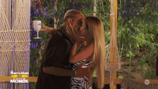 Premier bisou entre Greg et Mélanie