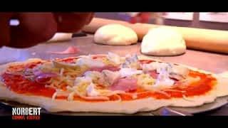 Charles et sa pizza au fromage / Nadia et son couscous