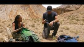 À l'état sauvage : Mike Horn inspecte les affaires de Shy'm
